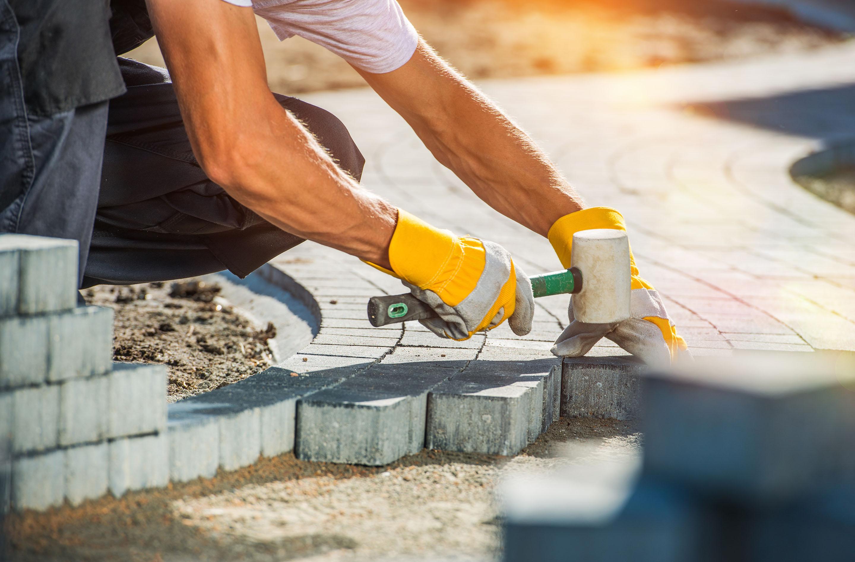 Pflasterarbeiten, Terrassenplatten, Stützmauern (z.B. L-Steine), Einfriedungsmauern sowie weitere Leistungen auf Anfrage